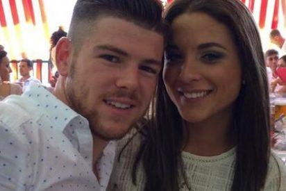 Alberto Moreno y su novia disfrutan de la Feria