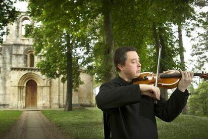 Un violinista ucranianio busca la paz en el monasterio de Estíbaliz