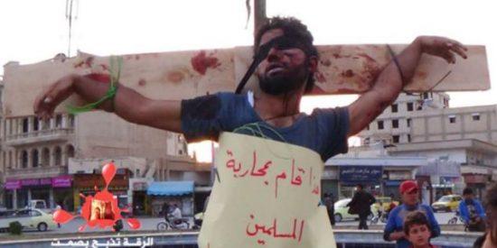 Las atroces fotos de los crucificados por los rebeldes sirios nos dejan a todos 'clavados'