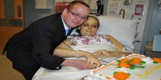 Muere una mujer seis días después de haberse casado toda emocionada en el hospital