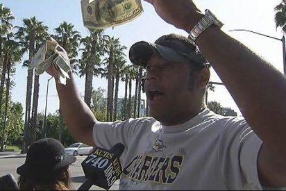 Un millonario esconde dinero en las calles y da pistas en Twitter para que lo encuentres