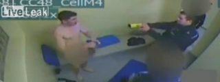 [Vídeo] El niñato desnudo le pega con los calzoncillos al policía y le disparan un taser