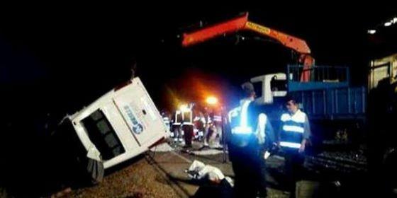 Cinco menores mueren en un accidente de autobús en Badajoz