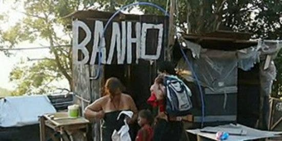 Larga lista de espera en Brasil para malvivir en rasas tiendas de campaña