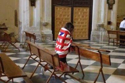 Un sacerdote sube a Twitter una fotografía de su iglesia en el descanso del Barcelona-Atlético