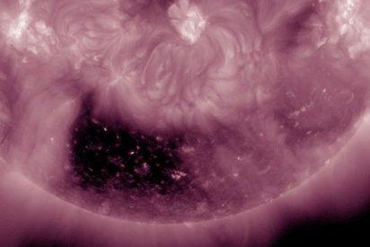 La NASA descubre un cuadrado negro muy raro en una esquina del Sol