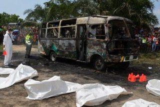 Al menos treinta niños mueren en el incendio de un autobús en Colombia
