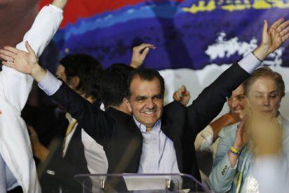 El presidente Santos y el 'uribista' Zuluaga van a la segunda vuelta en las elecciones de Colombia