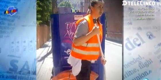 Impactantes imágenes de la 'sex-bomb' Estíbaliz Sanz trabajando como barrendera