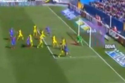 Tiembla la Liga tras un gol de Filipe Luis en propia puerta