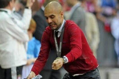 Guardiola emula a Ramos en el momento de tirar la Copa