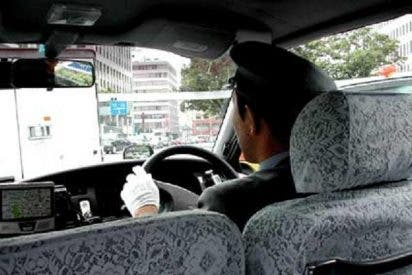 Un taxista obligaba a sus pasajeras a orinar a bordo tras darles galletas con un diurético