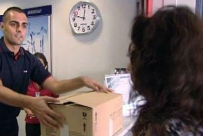 Al jefe infiltrado de MRW lo mandan para casa por ser un auténtico 'paquete'