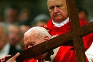 """Francisco: Juan Pablo II, """"el atleta de Dios, humillado por la enfermedad"""""""