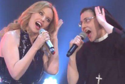 """Sor Cristina barre en """"La Voz"""" cantando con Kylie Minogue"""
