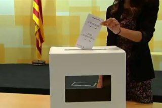 La urna para el referéndum independentista del 9-N en Cataluña: de cartón, a dos euros y fabricada por presos