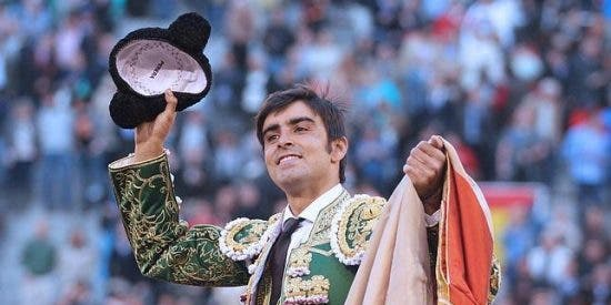 Miguel Angel Perera, señor de Madrid, abre la Puerta Grande de Las Ventas