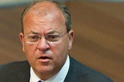 El Parlamento extremeño debate la moción de censura ya fracasada contra Monago