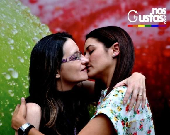 ¿Bruselas bien vale una misa? Besos entre políticos del mismo sexo en apoyo al colectivo LGTBI
