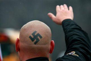 El Govern le para los pies a los vigilantes neonazis en el centro de menores Es Pinaret