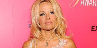 """Pamela Anderson: """"Un compañero de colegio me violó junto a seis amigos"""""""