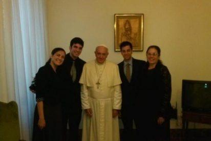 Francisco recibe a la viuda y los hijos de Oswaldo Payá