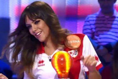 Cristina Pedroche se quita la camiseta del Rayo para homenajear a los equipos descendidos