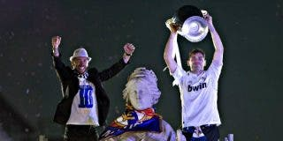 Casillas, Ramos y Modric llegaron 'desatados' a Cibeles, donde esperaba la 'merengada'