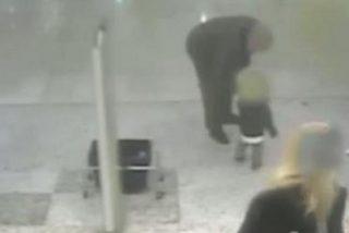 El vídeo de la peor pesadilla de una madre: un hombre intenta secuestrar a su hijo en un descuido
