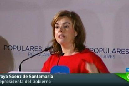 """Sáenz de Santamaría: """"No se preocupe, yo ya vengo 'escrachada' de casa"""""""