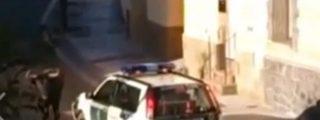 [Vídeo] La Guardia Civil mata a tiros a un toro que se había metido en casa de una vecina