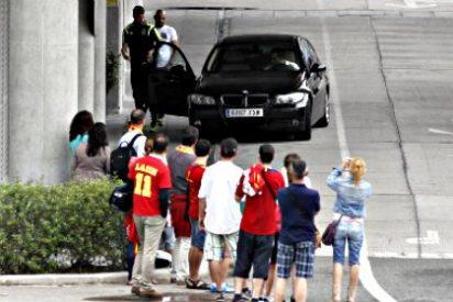 ¡Vergüenza Mundial!: La Selección Española, alias 'La Roja', planta a la afición al llegar a Madrid