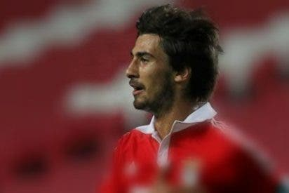 André Gómez acompañará a Enzo Pérez en el centro del campo del Valencia