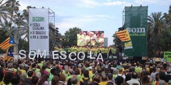 25.000 personas se movilizan en defensa de la inmersión lingüística en la escuela catalana