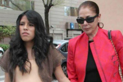 Chabelita llora al mentar a Kiko pero descarta a su madre como madrina