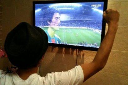 Se muere un joven frente al televisor tras pasarse las noches en vela viendo el Mundial