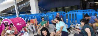 Tres días de cola ante la nueva tienda de Ikea en Alfafar...y lo que haga falta