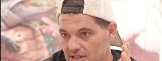 Frank Cuesta está que trina: sube a Twitter una pizca de pimienta para representar la coca pillada a su mujer