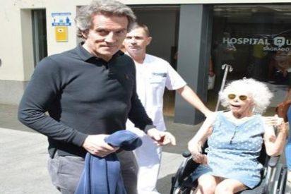 La duquesa de Alba sale airosa del hospital tras una revisión de su válvula cerebral