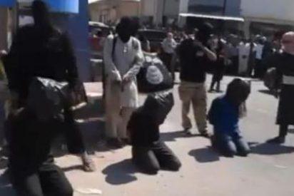 El vídeo de los desalmados yihadistas que lanzan a sus víctimas por un barranco