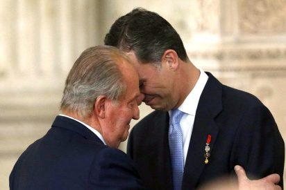 El abrazo del padre Rey al hijo Rey deja fuera a Letizia en la ceremonia de abdicación