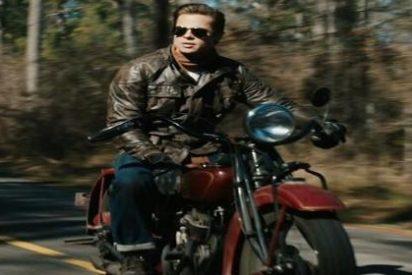 Brad Pitt remueve Roma con Santiago y le compra una motazo a un amigo del alma