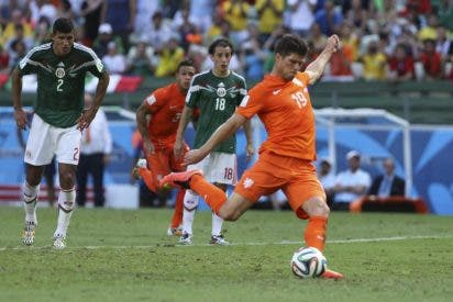 Dos errores de 'patio de colegio' en los últimos minutos contra Holanda acaban con el sueño de México