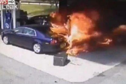 El vídeo del heroico policía que salva de morir abrasado a un conductor atrapado