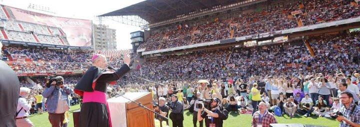 """Carlos Osoro invita a los Kikos a """"ser el rostro del Señor"""" en la sociedad de hoy"""