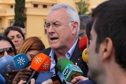 """Santiago González ridiculiza a Cayo Lara: """"Tiene mérito encadenar dos tonterías en 13 palabras"""""""
