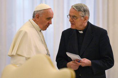 """Lombardi: """"No hay motivos de preocupación por la salud del Papa"""""""