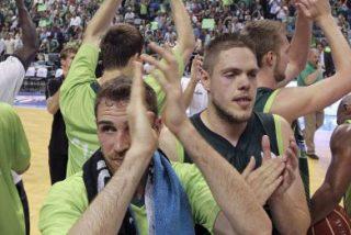 Los valientes de Unicaja aplastan al Real Madrid y alargan la serie