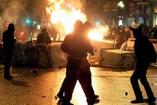 Los violentos toman el centro de Barcelona, los Mossos miran y el alcalde Trías 'llora'