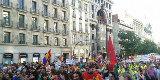 Manifestaciones en 40 ciudades españolas exigiendo referéndum entre Monarquía o República